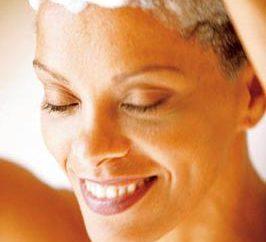 Posso lavar meu cabelo sabão: opinião de especialistas