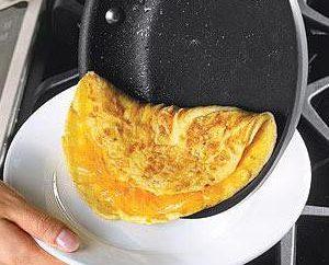 Wie ein Omelett mit Kefir kochen
