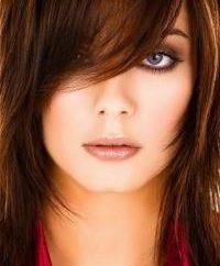 Qu'est-ce que peuvent faire les coiffures pour les visages ronds sur les cheveux moyen?