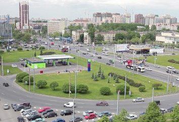Zapoznanie się z Petersburga: Plac Konstytucji