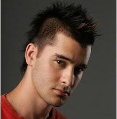 Peinado para los hombres con las sienes rapadas: tendencia con estilo