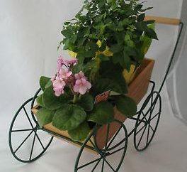 Support pour les fleurs. La variété de solutions stylistiques