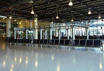 Bienvenido al aeropuerto de Chisinau saluda a los pasajeros con pan redondo con sal