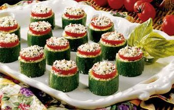 Cukinia, zapiekana z serem i pomidorem, dwa różne warianty przygotowania