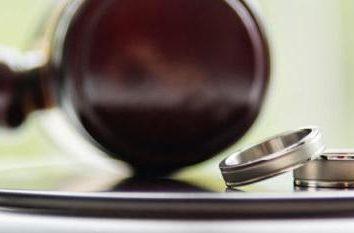 a divisão de bens após o divórcio, o período de limitações sobre o crédito, um apartamento, carro e outros bens
