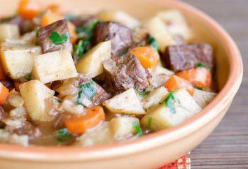ragoût de pommes de terre de cuisson avec de la viande