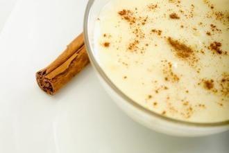 Come preparare un cocktail di bruciare i grassi, o yogurt con cannella per la perdita di peso