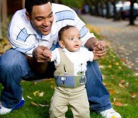 Quando uma criança pode ser colocado sobre as pernas? Fatos, opiniões, recomendações