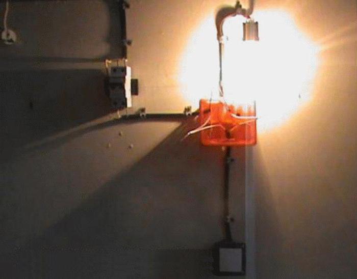 Schema Elettrico Pulsante : Schema di collegamento interruttore di una presa a pulsante o due