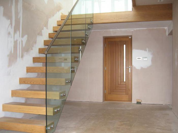 Escalera en una casa de campo en el primer piso for Tipos de escaleras para casa habitacion