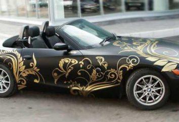Wklejanie samochód winylu z rękami