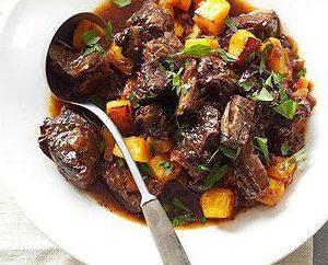 Comment faire cuire de la viande avec des prunes