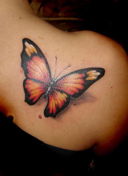 Tatuaż Motyl Elegancka Dekoracja Na Ciele Kobiety