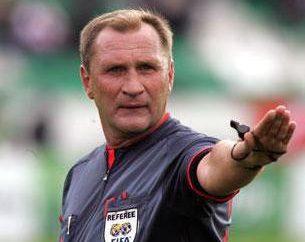 el árbitro ruso Igor Zaharov