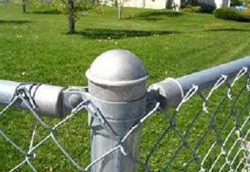 metalowy słup – podstawa dla ogrodzenia