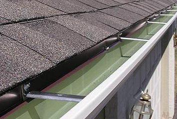 Czy opadają na dachu z rękami