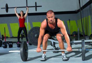 L'entraînement en force. La puissance complexe d'exercices pour les hommes et les femmes
