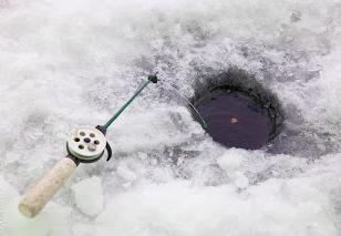 pêche Vazuzskoe réservoir. La pêche d'hiver sur le réservoir Vazuzskoe