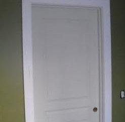 En tant que l'auto-installer la garniture sur la porte