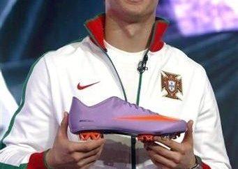 Choisissez vous-même Nike: chaussures, comme Cristiano Ronaldo!