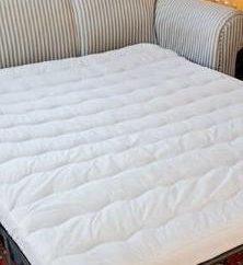matelas mince sur le canapé de repos offrent une nuit confortable