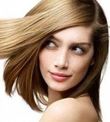 Blond kolor włosów – to dobry sposób, aby wyglądać młodziej niż ich lat.