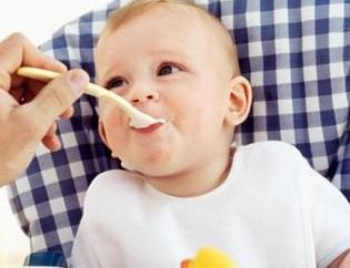 O que pode ser dada aos 4 meses a criança: conselhos para jovens mães