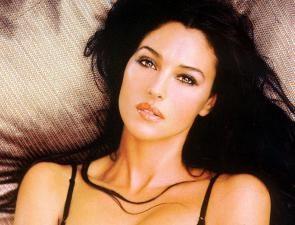 Monika Beluchchi. Taille et poids de la célèbre actrice et modèle. biographie