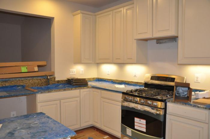 A che altezza per appendere mobili da cucina: istruzioni