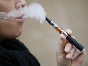 Cigarettes électroniques: avis de médecins. Les cigarettes électroniques sont nuisibles ou non