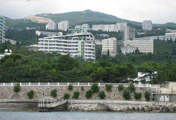 "Crimea, Gaspra: beach ""Pine Grove"", spiaggia comunale, beach resort ""Jasnaja Poljana"""