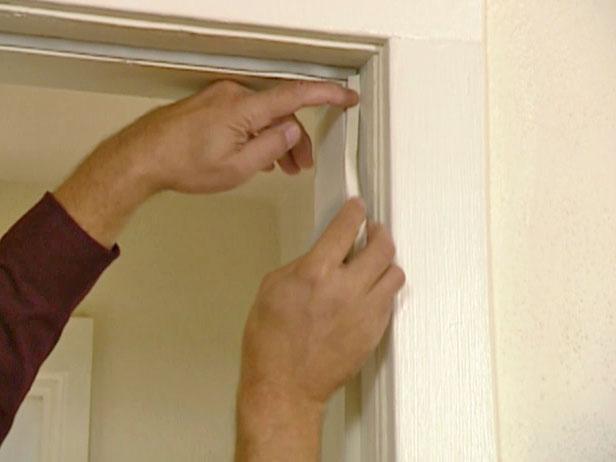C mo aislar la puerta de entrada de madera for Aislar puerta entrada
