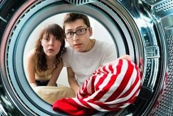 Fehlerhafte Waschmaschine. Mögliche Fehlfunktion der Waschmaschine