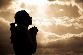 Was betet eine Frau? Wie die Familie ihres Mannes zurück?