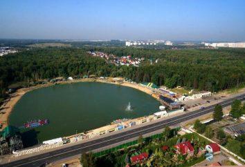 Plaża Rasskazovka: czysta woda, świeże powietrze, dobra infrastruktura z basenem