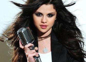 Selena Gomez: i parametri di peso, altezza e la forma ragazza di talento