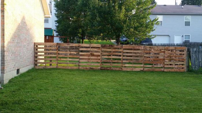 Wie man einen Zaun Palette mit seinen eigenen Händen machen ...