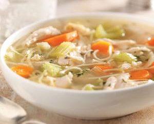 Comment faire cuire une soupe de poulet nourrissant dans multivarka « Polaris »?