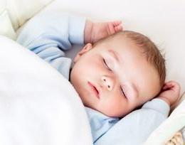 oreiller orthopédique pour les bébés pour donner à votre enfant un sommeil sain