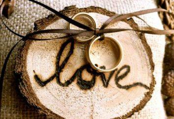 Originelle Geschenke aus Holz von Hand. Ein Geschenk von einem Baum auf einem Hochzeitstag