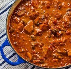 Come cucinare lo spezzatino di carne di maiale e sugo? suggerimenti utili