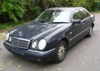 Überblick über das Auto Mercedes E200