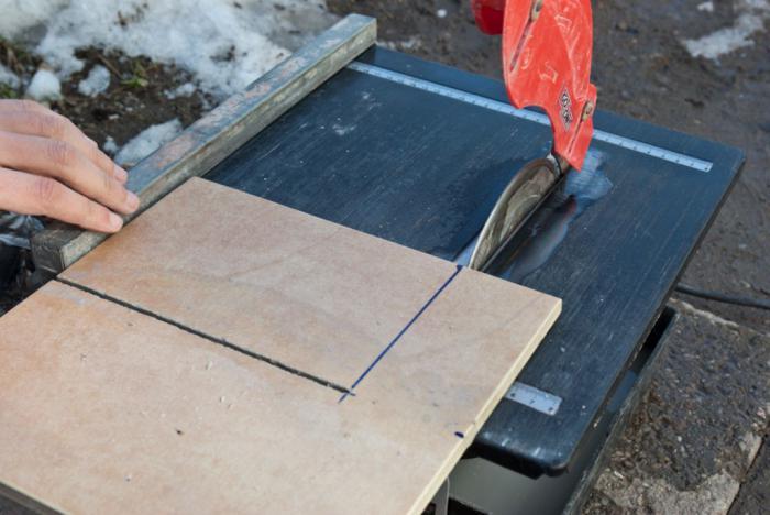 Come tagliare piastrelle in gres in casa smerigliatrice