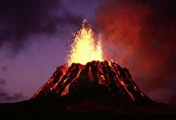 Cracheur de feu et le volcan Kilauea dangereux