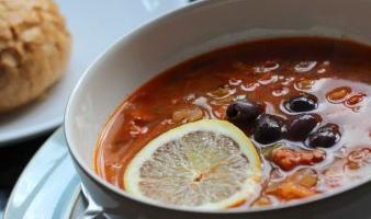 Viande Solyanka – la soupe, dont la recette est pas facile