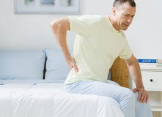 """Esercizio """"Coccodrillo"""": sbarazzarsi di mal di schiena"""