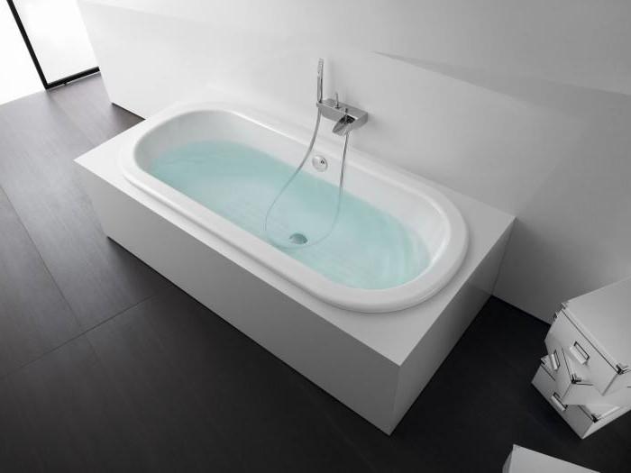 baignoire petite taille une magnifique baignoire dans une. Black Bedroom Furniture Sets. Home Design Ideas