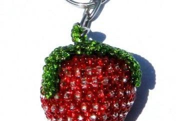 Schlüsselanhänger aus Perlen. Webschema Erdbeeren