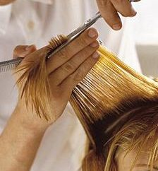 Wieczorowe fryzury dla średnich włosów. Fryzury z rękami