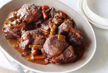 Duszona wieprzowina z pomidorami i cebulą: Najlepsze przepisy kulinarne